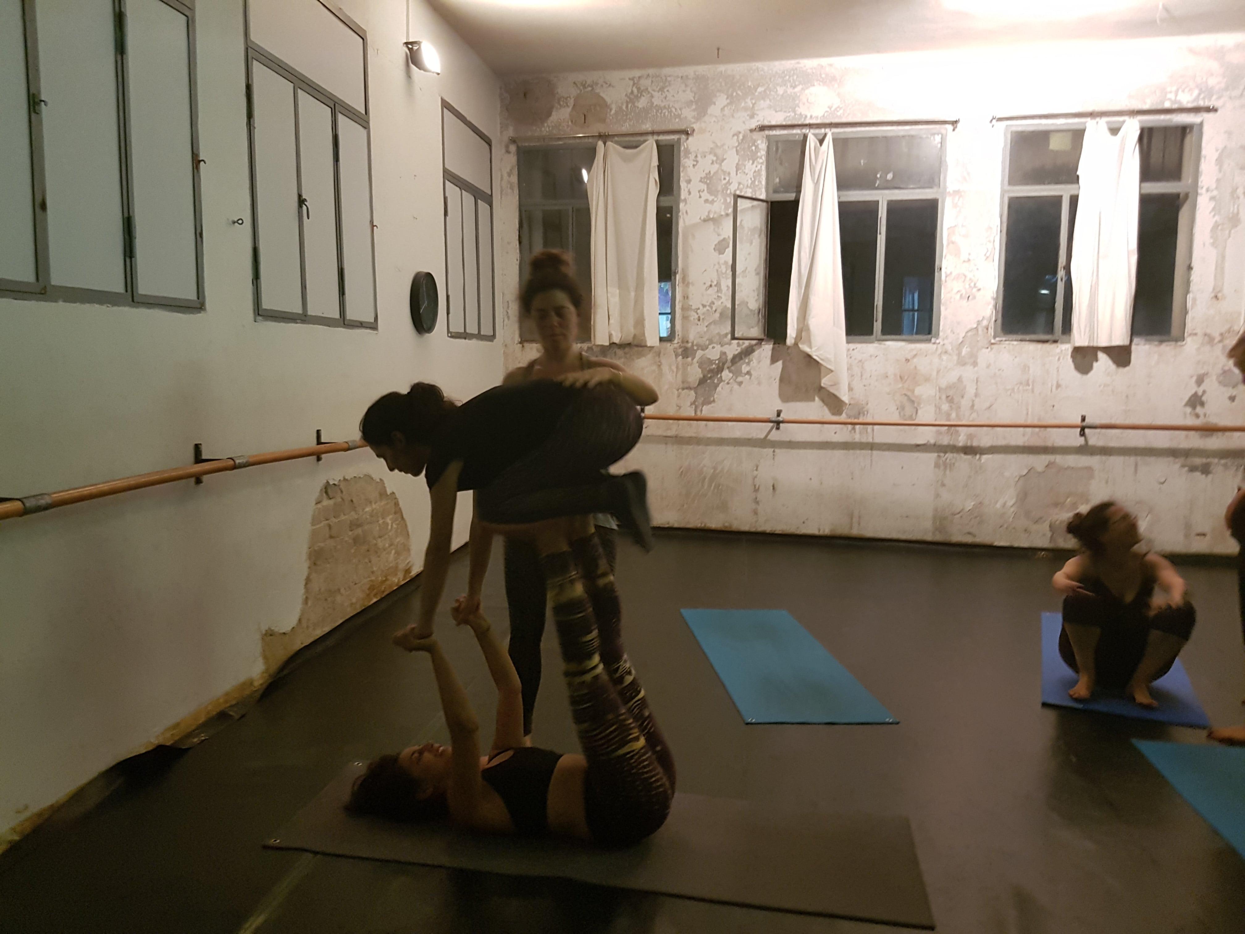 Acro Yoga Stunde